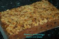 BROWNIE DE CHOCOLATE BLANCO CON PASAS