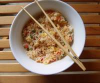 EGG FRIED RICE CON SWEET CHILLI SAUCE PARA FILM & FOOD
