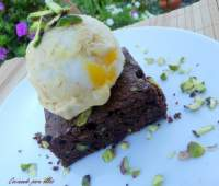 BROWNIE CON PISTACHOS Y HELADO DE LEMON-PIE